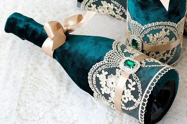 décoration de bouteilles de champagne pour velours de mariage