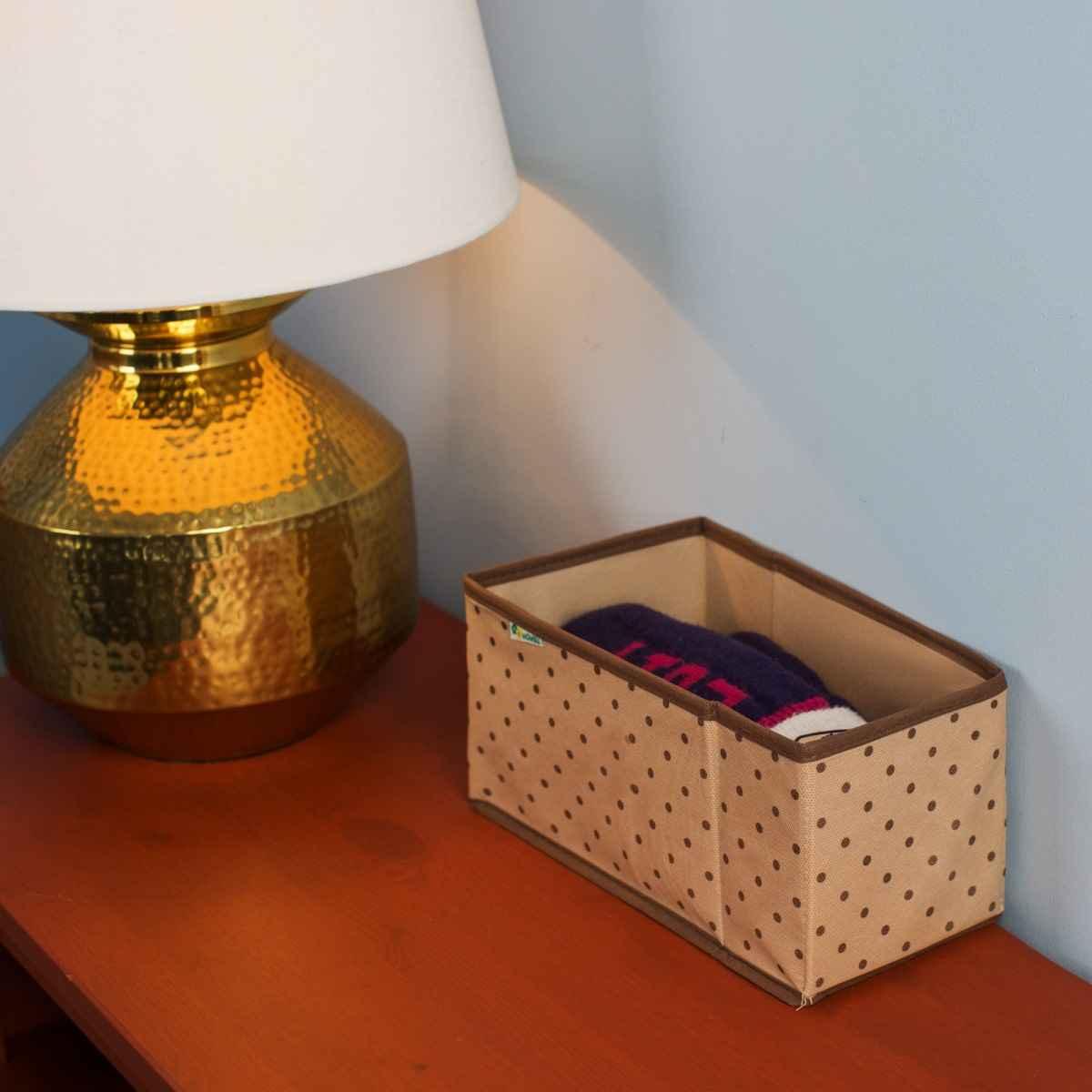 le décor de la boîte dans le couloir
