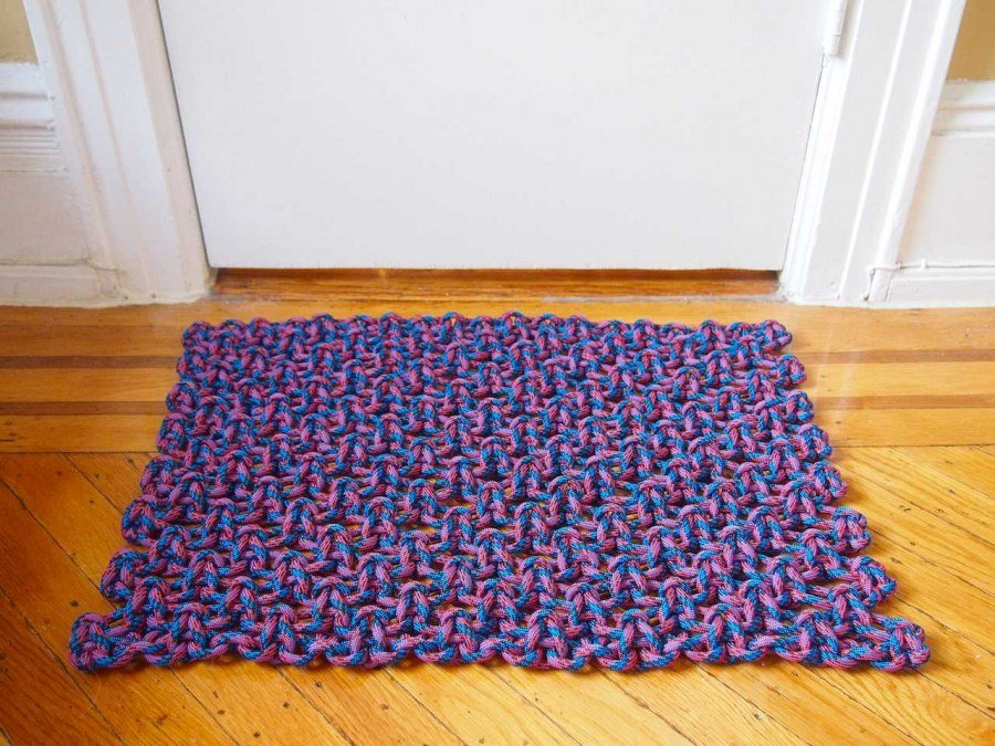 vieux tapis de sol en macramé