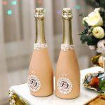 décoration de bouteilles de champagne pour un décor photo de mariage