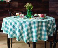tafelkleed op de tafel voor de keuken foto-ideeën