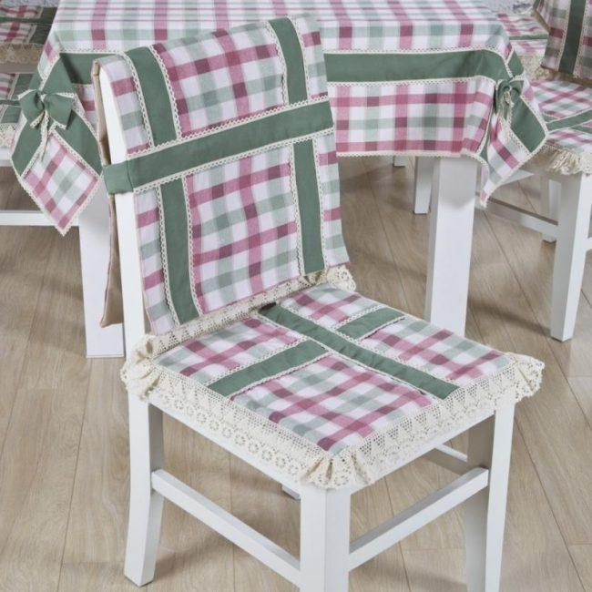 housses de chaise avec décor arrière