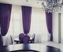 paarse gordijnen in de woonkamer