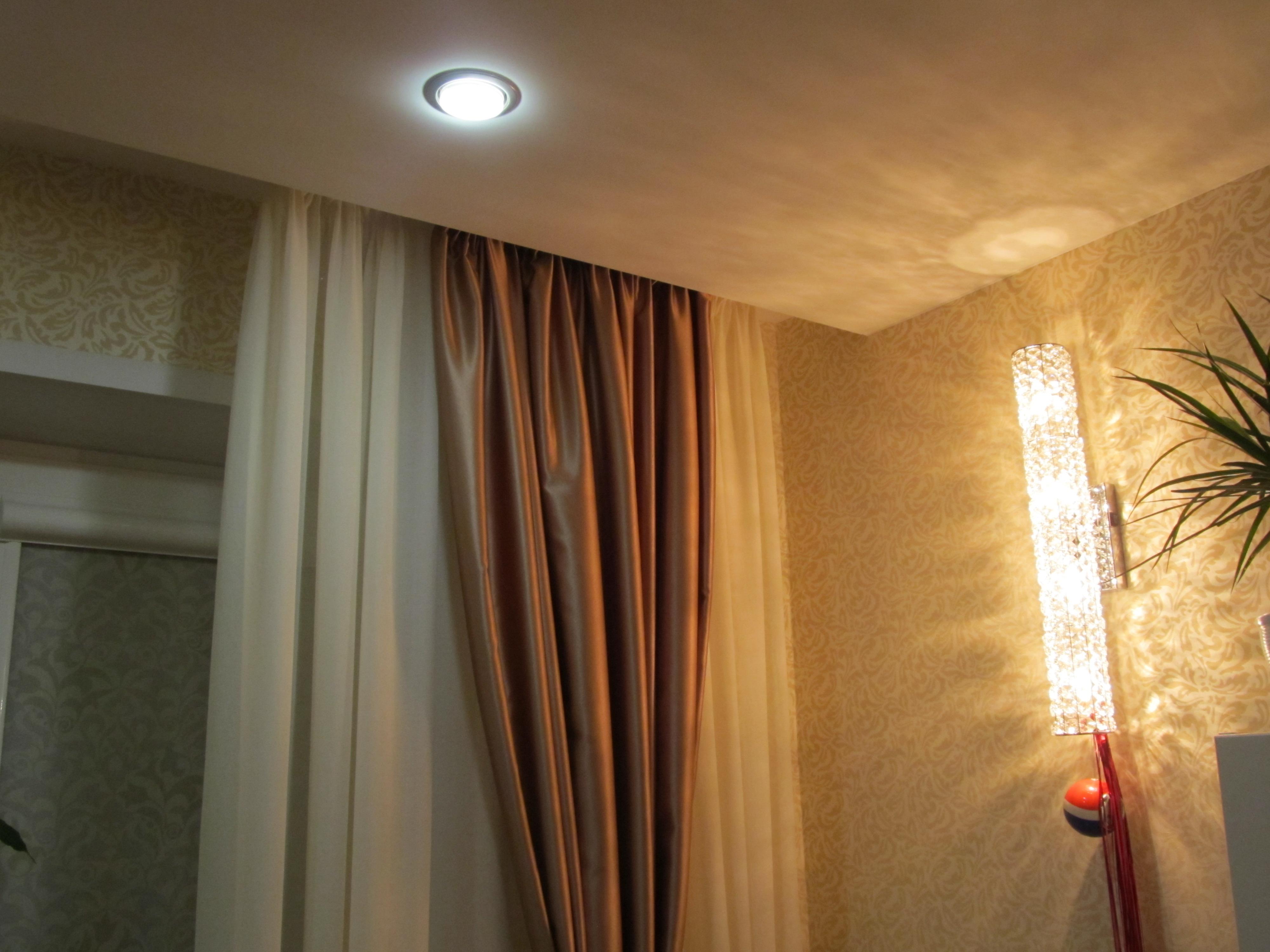 niche pour rideaux dans les idées de plafond tendu