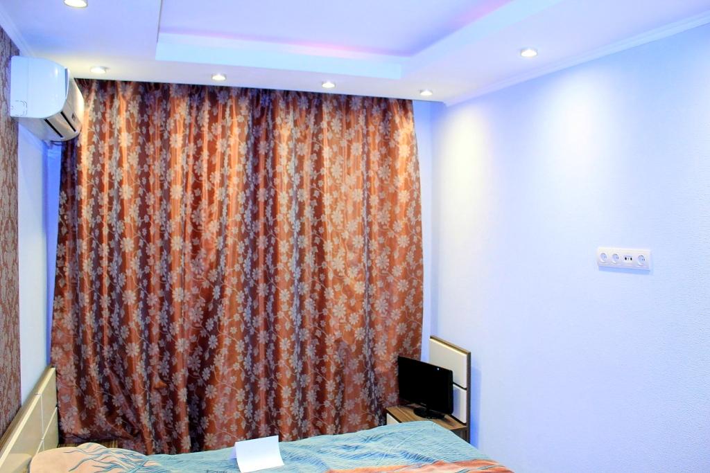 niche pour rideaux dans la décoration de plafond tendu photo