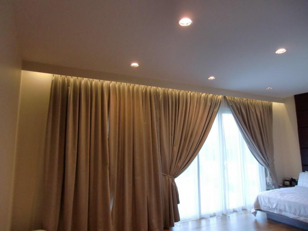 niche pour rideaux dans l'éclairage de plafond tendu