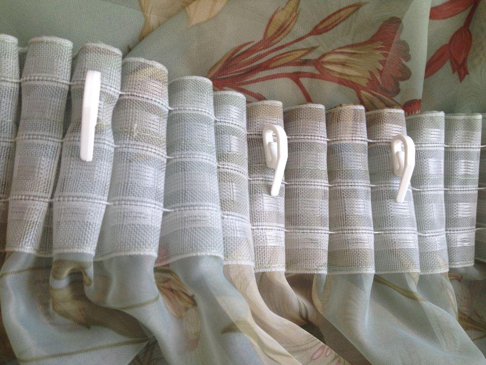ruban de rideau avec des crochets