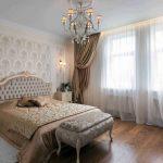 rideaux sur le ruban de rideau dans la chambre