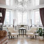 plafond suspendu et rideaux à l'intérieur