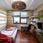 rideaux dans la chambre d'un dégagement de photo adolescent garçon
