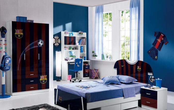rideaux dans la chambre d'une photo intérieure de garçon adolescent