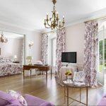 rideaux sur le ruban de rideau floral
