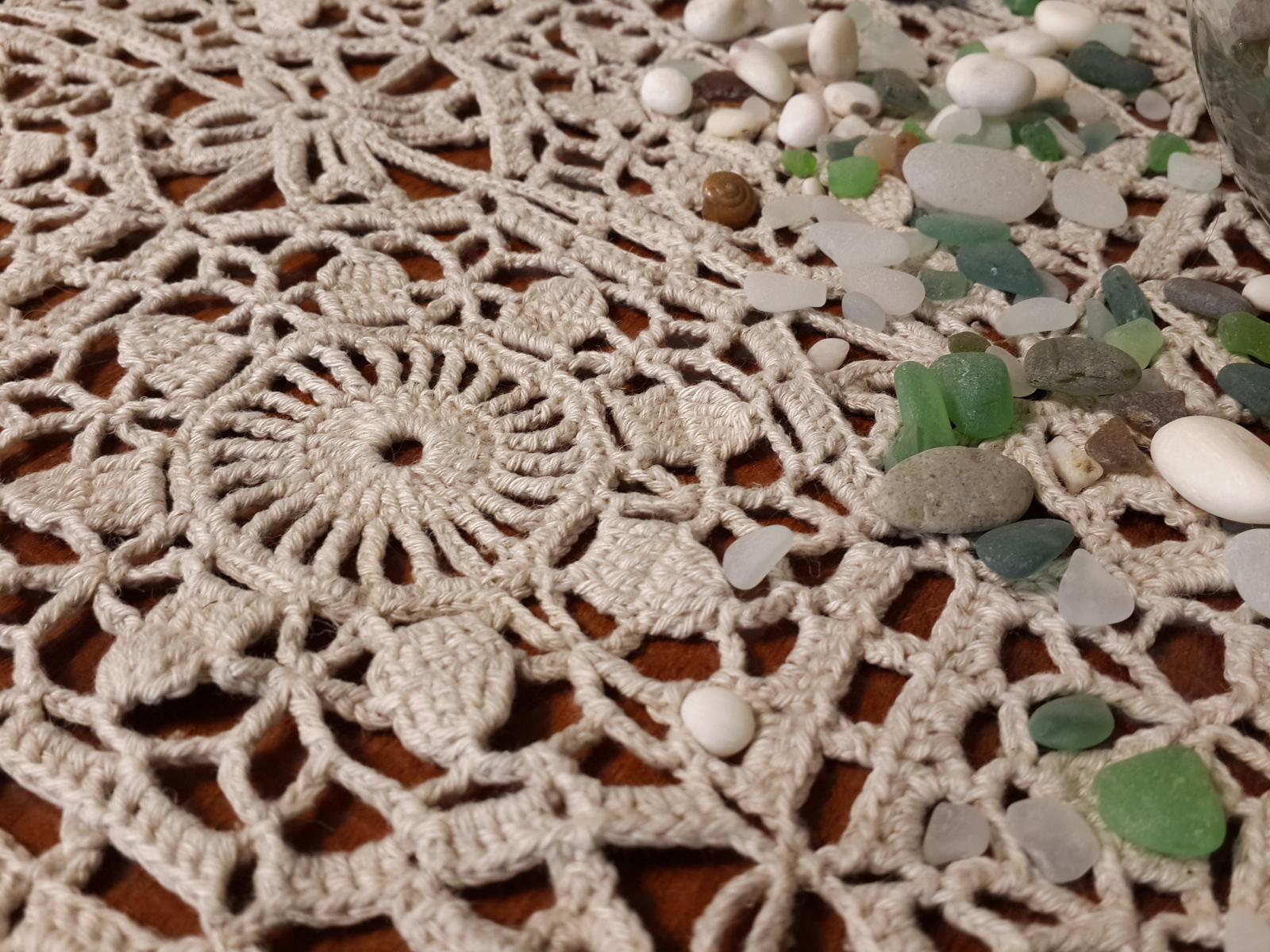 photos de décor de nappes au crochet