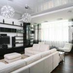 plafond et rideaux tendus en noir et blanc